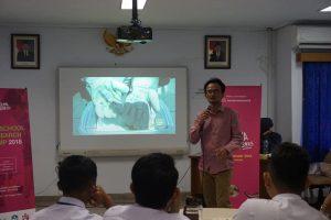 Nano Center Bimbing Pelajar SMA Dalam Penysunan Paten dan Penulisan Jurnal Internasional Pada Program High School Rearch Camp 2018