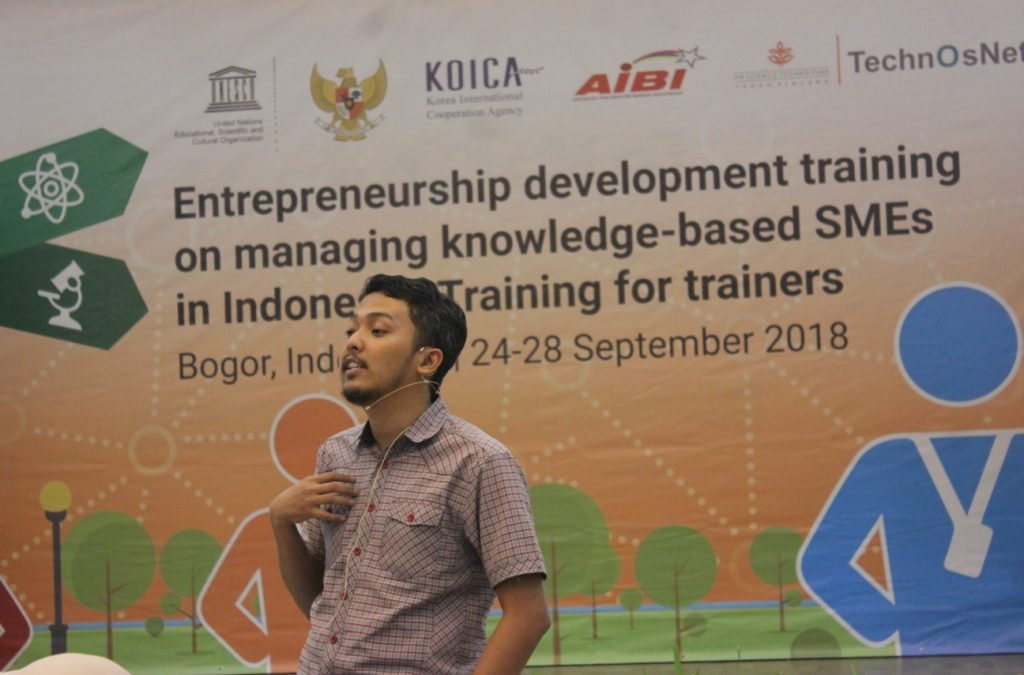 Co-Founder Nano Center Berbagi Kiat Pitching Ke Investor di Seminar BLS