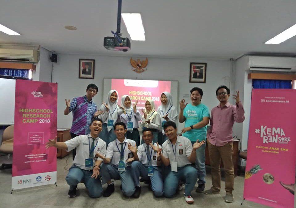 Nano Center Bimbing Pelajar SMA Dalam Penyusunan Paten dan Penulisan Jurnal Internasional Pada Program High School Rearch Camp 2018
